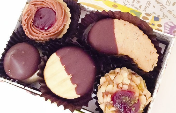 """定番!お返しに喜ばれる王道お菓子の""""クッキー缶"""""""