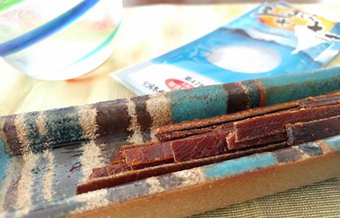 お酒のつまみに最適!沖縄渡嘉敷島のお母さんたち手作りの「まぐろジャーキー」