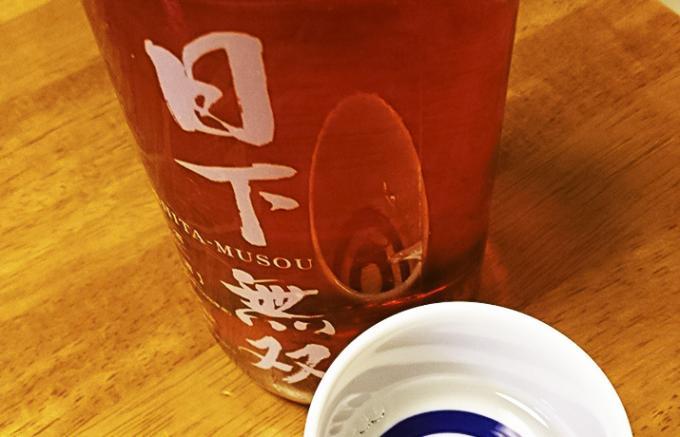 赤いボトルは自信の表れ。流通数限定の日本酒