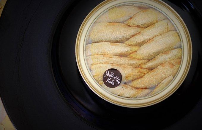 食のブティック「ミレユンヌ・ユイル」の「燻製したニシンのオリーブオイル漬け」