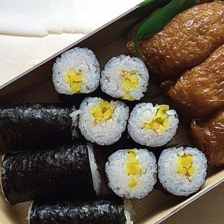 """大阪寿司だが、稲荷と海苔巻きの""""助六""""も旨い!巣鴨の「八千穂寿司」"""