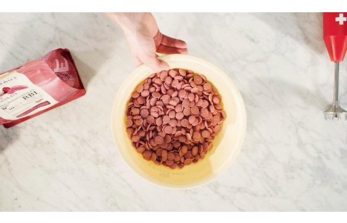 着色料もフルーツのフレーバーも一切不使用!味はもちろん色も美しいチョコレート!