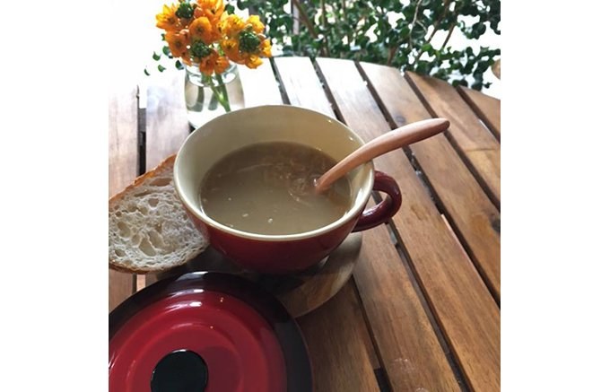BBQやキャンプなどアウトドア飯にもピッタリなオニオンスープ「AWATAMA」