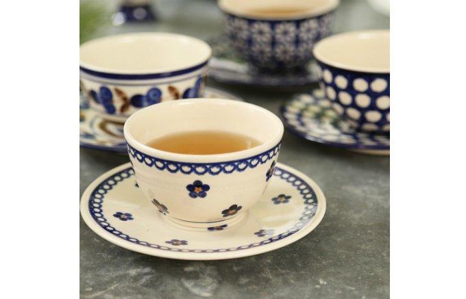 深い藍色のモチーフが特徴!素朴で温かみのある『カンネギーサー』の食器
