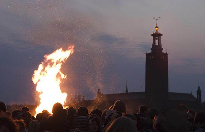 4月30日は焚き火の日?スウェーデン春の到来を告げるお祭りとビール事情