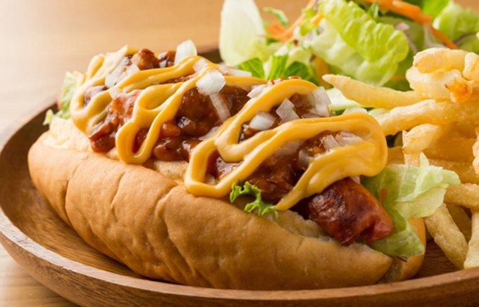 メキシカングルメの新店 川越「カリフォルニアキッチンW」の絶妙「Wチリドッグ」