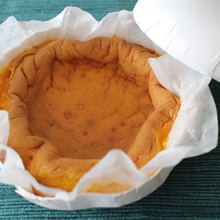 濃厚な卵と蜜がお口にじわっと絡まる極上紙焼きカステラ