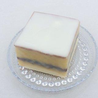 見た目も味もおしゃレトロ!白いんげん豆のジャムをはさんだ「デラックスケーキ」