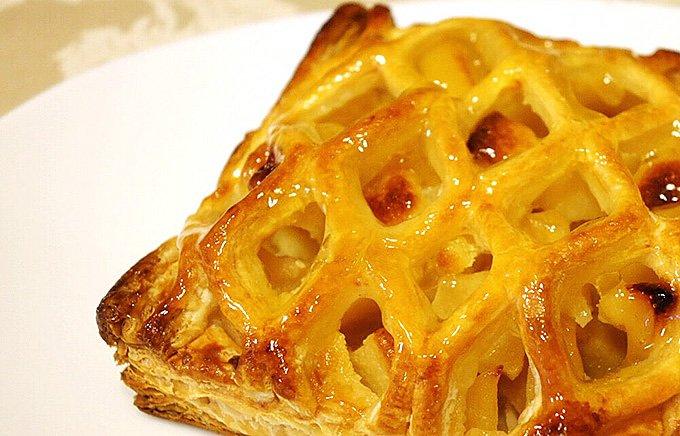 網目状のパイが郷愁を誘う、ホテルメイドの贅沢アップルパイ!