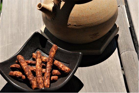 三重県の食材の豊富さと美味しさを詰め込んだ「伊勢志摩かりんとー」のおから黒糖味