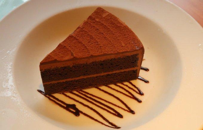 隠れた絶品スイーツ!Hootersで愛を深める「チョコレートケーキ」