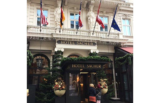 ウィーンで200年の歴史を持つ「ホテル・ザッハ」の伝統的ザッハトルテ