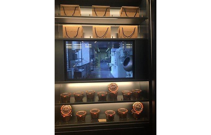 想像と創造が繰り広げられる工房から誕生する甘く官能的なアランデュカスのショコラ