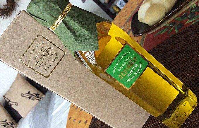 1瓶でひまわりの種16万個!北海道名寄市の一番絞りのひまわり油