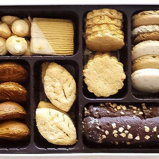 シェフセレクトの7種類が入った缶入りクッキー「プティ フール セック」