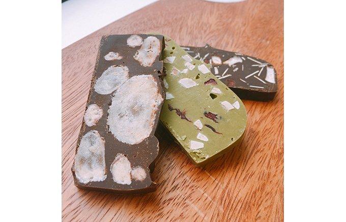 チョコレートと相性抜群! 一粒で二度美味しいチョコレート菓子3選