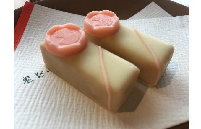 【期間限定】桜色の封蝋をあしらったボンボンショコラはダンディズムの象徴