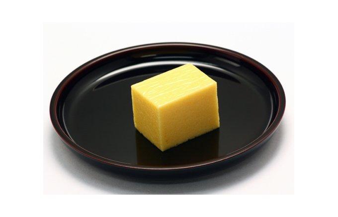 太宰府天満宮の参道にある梅園「宝満山」は、なんともいえぬ不思議な食感の和菓子!
