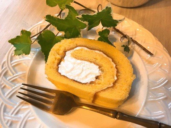 町のケーキ屋さんのふわふわしっとり甘さ控えめな月島ロール