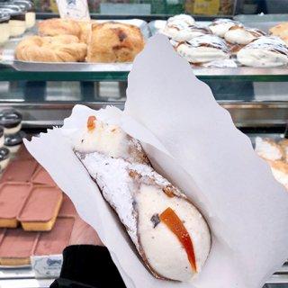 イタリア中が愛する魅惑のスイーツ「カンノーロ」