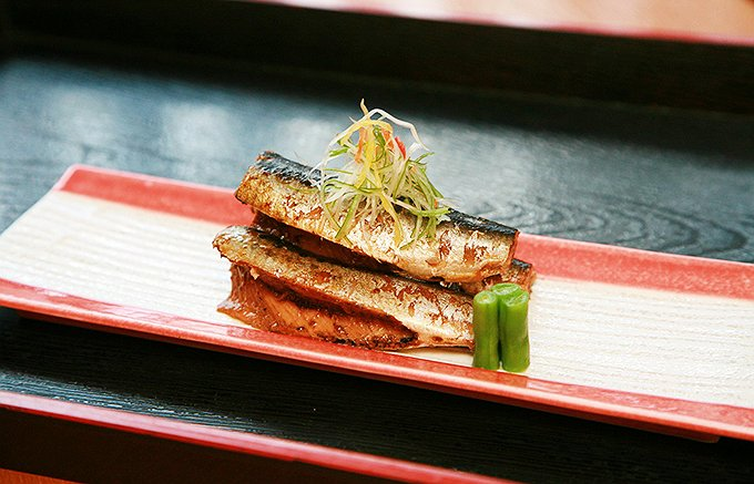 沼津港で水揚げ、吟味して納得した素材だけで仕込む日本料理店の「鰯の丸煮」