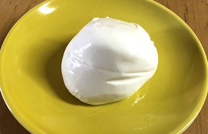 現地でしか買えない!ヤスダヨーグルトの隠れ名品は、限定モッツァレラチーズだった!