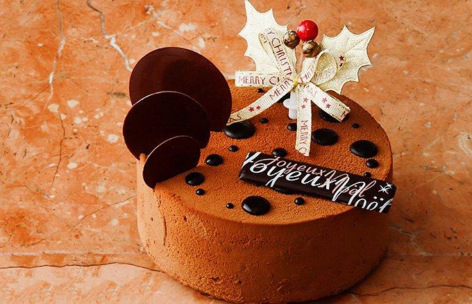 アンズとコーヒーの組み合わせが印象的なアヴランシュ・ゲネーのクリスマスケーキ
