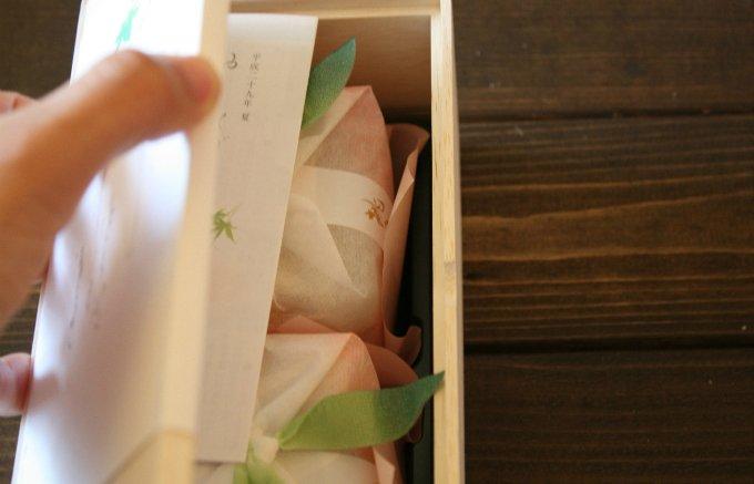 今が旬の桃が丸ごと1個分入ったゼリーで食べごたえ抜群!吉兆庵「桃泉果」