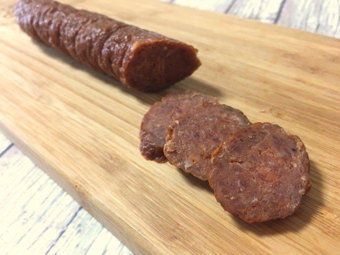岐阜発、本場フランス仕込みの製法で作られる「キュルノンチュエ」の燻製ソーセージ