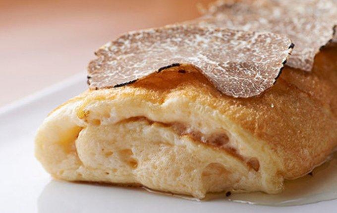 ふわっふわなスフレオムレツがサンドイッチに!ギャマンの「究極のスフレ玉子サンド」