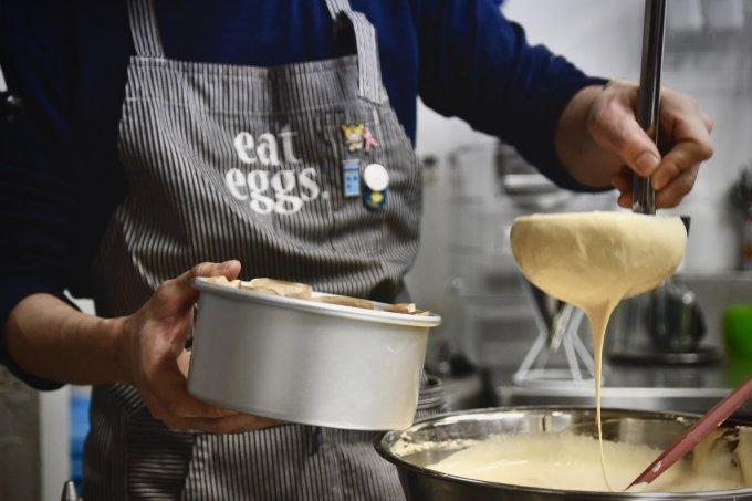 口いっぱいに広がる半熟たまご『eggcellent』の人気スイーツ「パンデロー」