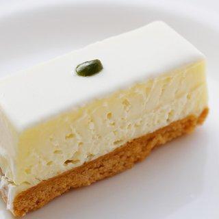 舌の記憶に残るシンプルなレアチーズケーキ