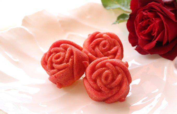 富士市の花「バラ」がお菓子になりました!ランジェラの「バラのマドレーヌ」