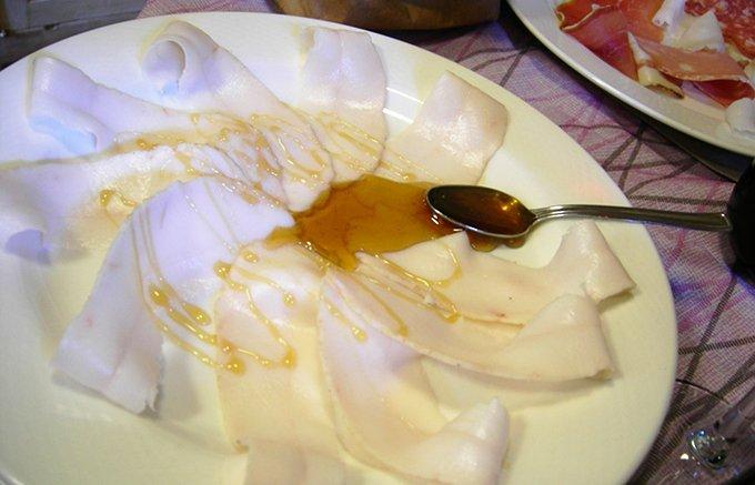 和食にも合う!トスカーナ名物、ラルドの味を決める秘伝の「ハーブ塩」