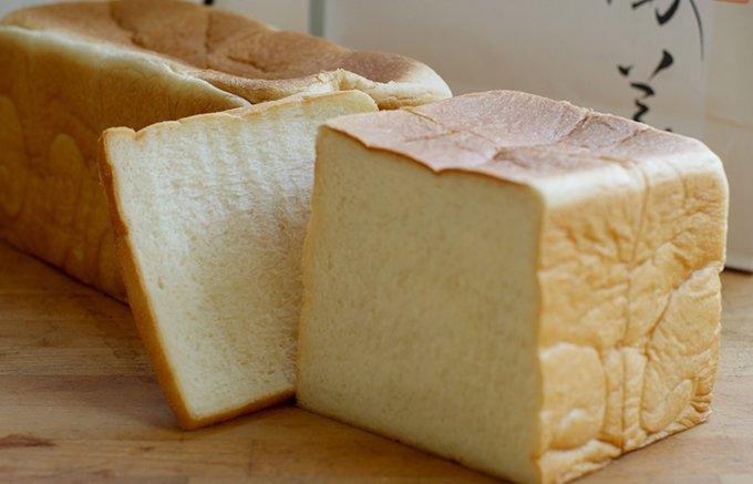 """いつもの朝食が100倍おいしくなる!生でふわふわ焼いてもっちり""""高級食パン""""5選"""