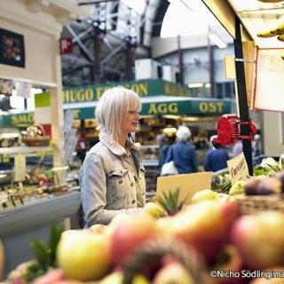 伝統菓子からアンティーク食器まで。スウェーデンの週末マーケット「Loppis」