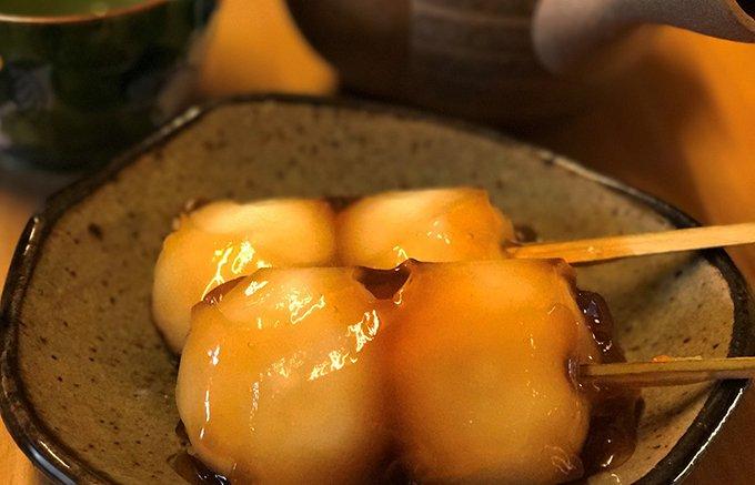 蜜だれ団子の中にこし餡が入っているから1度で2度美味しい!雅心苑の「雅心だんご」