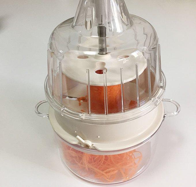 手軽にクルルと野菜が一瞬に千切りに!魔法の調理器「CLULU」