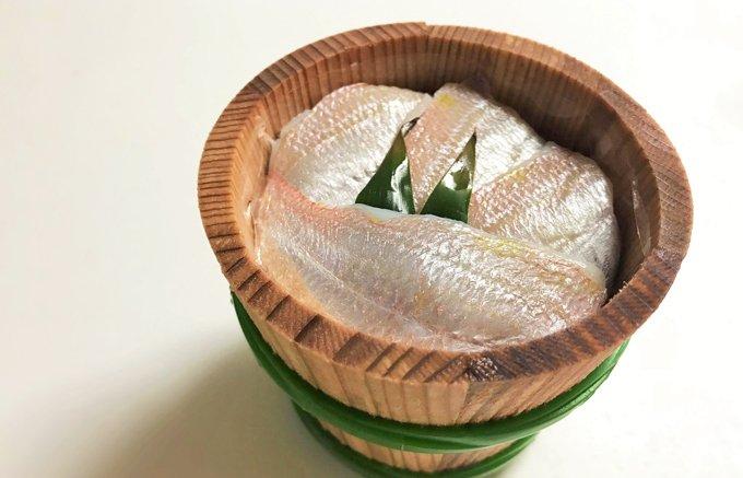 熟練の手仕事で絶品の美味しさ!若狭・小浜『田中平助商店』の「小鯛ささ漬」