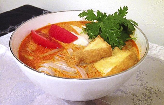 蒸し暑い時こそ元気に食べたい!シンガポールが誇る絶品麺ラクサ!