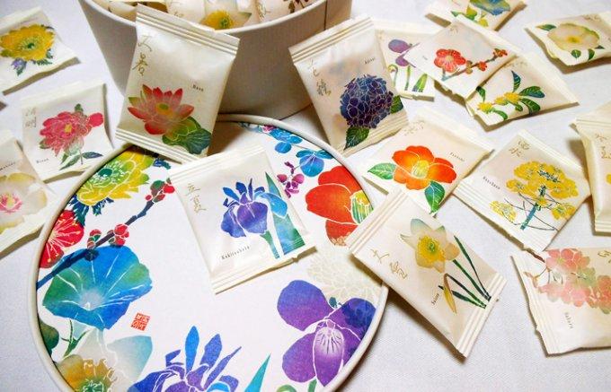 日本の四季を二十四種の和花で愛でる「銀座あけぼの」のおかき
