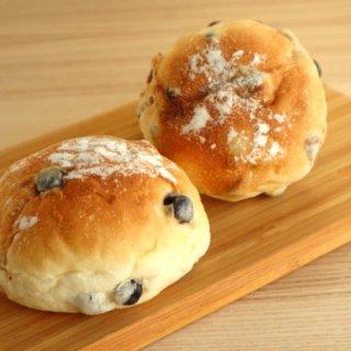 何度も食べたくなる!ふわっとしたパンに包まれた黒豆が美味しい濱田屋の「豆ぱん」