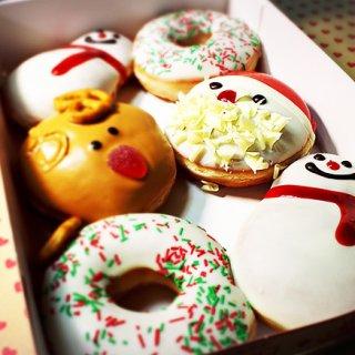 クリスマス気分が高まる、ホリデー限定ドーナツ「ホリデーマジックボックス」