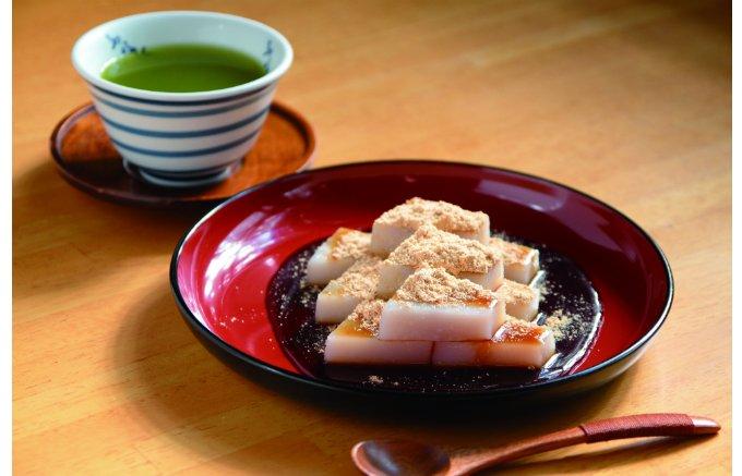 一口食べれば思い出がよみがえる!昔から変わらない安心の味 船橋屋の「くず餅」