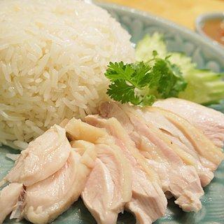 タイ料理が引き立つ、優しいグリーン色の食器 セラドン焼き