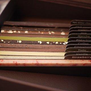 どれから食べるか迷う!ずらっと本のように並んだライブラリーチョコ